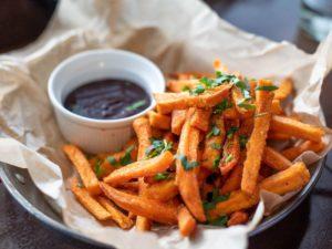 fries-and-sauce-dip-1893555